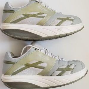 MBT Women's Size: 7.5 Toning Shoes M Walking Shoes